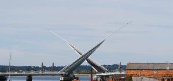 Tvilling- seglar bron, Poole Arkivfoton
