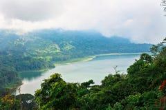 Tvilling- sjölandskap Bali arkivfoton