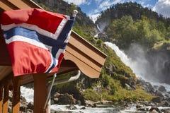 Tvilling- vattenfall för norrman för norway för tillgänglig flagga glass vektor stil Latefossen Besök Norge Royaltyfri Foto