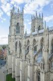 Tvilling- (västra) står högt på den York domkyrkan (domkyrkan) Royaltyfri Foto