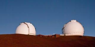 Tvillingarna skjuter ihop i Mauna Kea Observatory på den stora ön Hawaii a Royaltyfri Bild