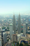 Tvillingbroder Kuala Lumpur Skyline Aerial View för KLCC Petronal Arkivfoton
