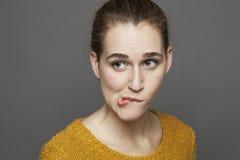 Tvivel och förvirringsbegrepp för härlig 20-talflicka Fotografering för Bildbyråer