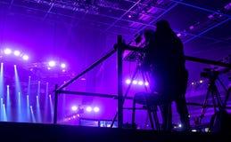 Tvkamera i en hal konsert Arkivbild