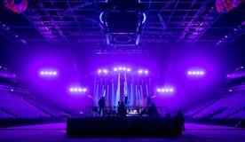 Tvkamera i en hal konsert Arkivfoto