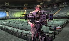 Tvkamera i en konserthall Arkivfoto