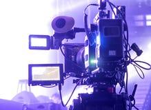 Tvkamera i en konserthall Arkivbilder