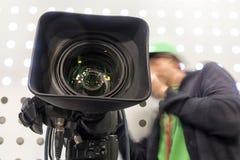 Tvkamera i paviljong för levande show arkivbild