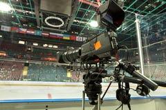 TVkamera, TVTV-sändninghockey Fotografering för Bildbyråer