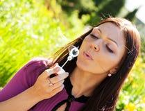 tvål för blowbubblaflicka Arkivfoto