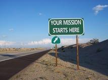 Twój misja Zaczyna Tutaj autostrady wyjścia znaka Zdjęcia Stock