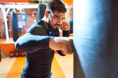 Twardy bokser przy praktyką zdjęcia stock