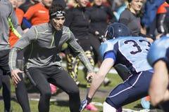 Twardy Viking wyzwanie, stojak przeciw futbolowi amerykańskiemu fotografia stock