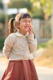 Twarz azjatykci dzieci pokazuje toothy twarzy śmieszną emocję Obrazy Royalty Free