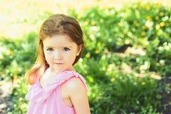 Twarz i skincare alergia kwiaty Wiosna prognoza pogody Mały dziecko naturalne piękno Children dzień trochę fotografia stock