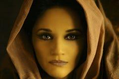 twarz jest zamknięta w żółtym kobieta obrazy royalty free