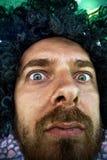 twarz kędzierzawej stary zabawna głupią perukę Obrazy Stock