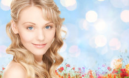 Twarz piękna młoda szczęśliwa kobieta z długie włosy Obraz Royalty Free