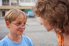 twarz skupia się jej matka jest synem kobiety Zdjęcie Stock