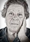 Twarz stara kobieta - czarny i biały portret z dragan effe Obraz Royalty Free