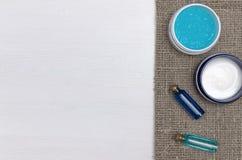 Twarzy śmietanka i błękita istotny olej Kąpielowi akcesoria Zdrój Aromat terapia Obraz Stock