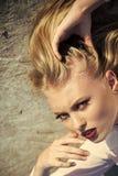 Twarzy dziewczyna dla okładki magazynu Dziewczyny twarzy portret w twój advertisnent Zmysłowa kobieta z czerwonymi seksownymi war Zdjęcie Stock