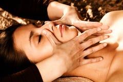 twarzy masażu profesjonalista Zdjęcia Stock