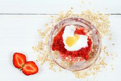 Twarzy maska od truskawki, jogurtu, oatmeal i miodu, Obrazy Royalty Free