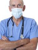 twarzy maska szoruje chirurga target210_0_ zdjęcie stock