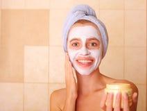 twarzy piękna maska stawia kobiety Obraz Stock