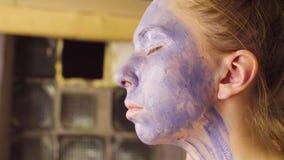 Twarzy sztuka Wzorcowy opowiadać z makijażu artystą zdjęcie wideo