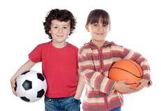 Twee aanbiddelijke kinderen met ballen Stock Afbeeldingen