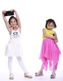 Twee aanbiddelijke meisjes stock foto's