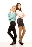 Twee aantrekkelijke jonge vrouwenvrienden royalty-vrije stock foto's