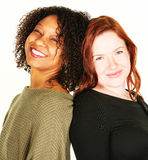 Twee aantrekkelijke vrouwen over witte achtergrond Stock Fotografie