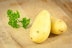 Twee aardappels en Peterselie Royalty-vrije Stock Afbeelding