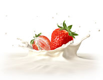 Twee aardbeien die in melk het bespatten vallen. Royalty-vrije Stock Foto