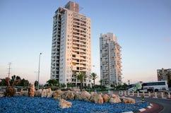 Twee achttien verdiepings woonhuizen Stock Foto's