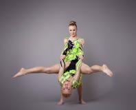 Twee acrobaten tonen vaardigheid aan Royalty-vrije Stock Fotografie