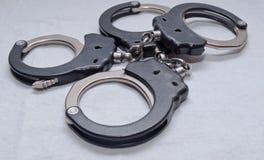 Twee afzonderlijke reeksen handcuffs royalty-vrije stock foto