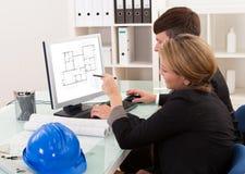 Twee architecten of structurele ingenieurs Royalty-vrije Stock Fotografie