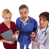 Twee artsen en verpleegster Stock Fotografie