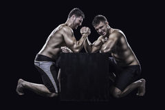 Twee atleten bewapenen het worstelen Royalty-vrije Stock Foto