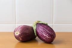 Twee aubergines in de keuken Royalty-vrije Stock Afbeelding
