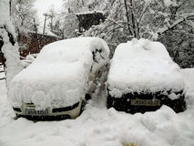Twee auto's in de overlapping van sneeuw Royalty-vrije Stock Foto's