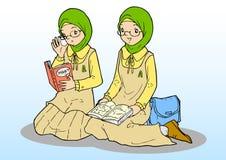 Twee Aziatische moslimmeisjes in eenvormig Royalty-vrije Stock Fotografie