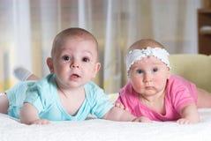 Twee babyvrienden Stock Foto