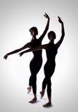 Twee ballerina's in een studiofoto Stock Foto's