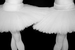 Twee Ballerina's in tutu met zwarte Stock Foto