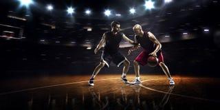 Twee basketbalspelers in actie Stock Fotografie